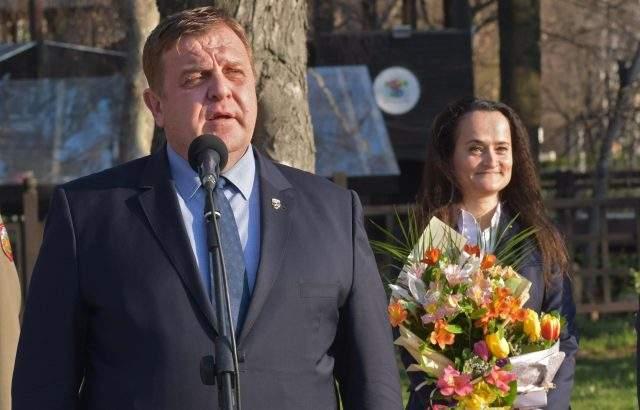 Каракачанов разпореди проверка на състоянието на сградния фонд с отпаднала необходимост за Българската армия