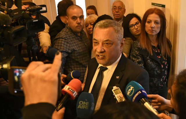 Симеонов падна в собствения си капан. Лидерът на НФСБ замесен в имотен скандал