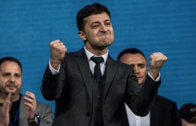 Зеленски победи Порошенко в Украйна
