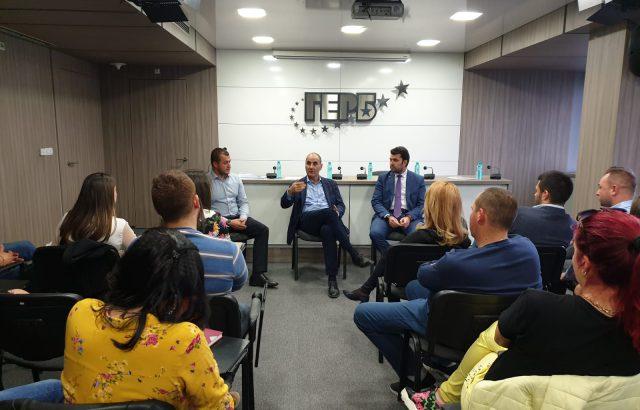 Цветанов пред младите от ГЕРБ: Опонентите ни са с агресивна кампания срещу работещите ни кметове