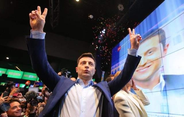 Новият украински президент проговори на руски и разпусна Върховната рада