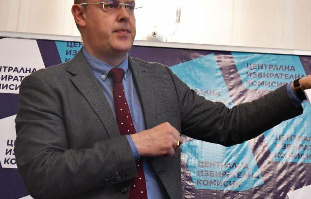 Александър Андреев: Първите данни за избирателната активност очакваме около 11 часа