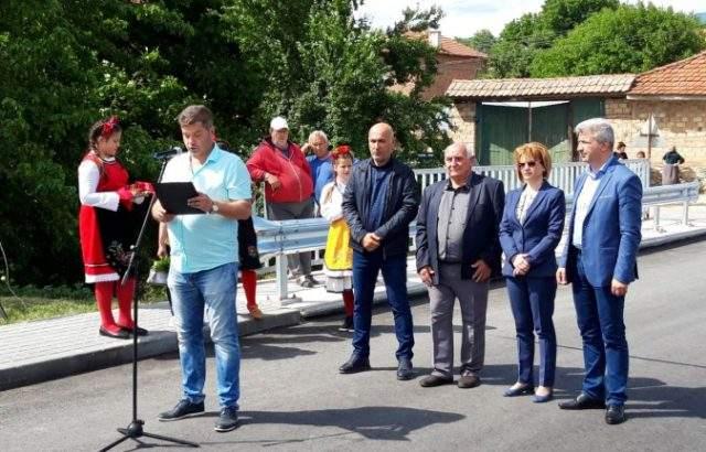 Народният представител Десислава Костадинова откри обновен мост в село Капитандимитриево