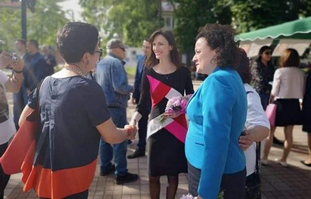 Мария Габриел и Ивелина Василева се срещнаха с граждани на Поморие