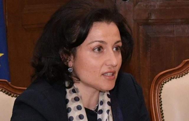 """Танева на втория ден от избирането ѝ за министър направила промените в ДФ """"Земеделие"""""""