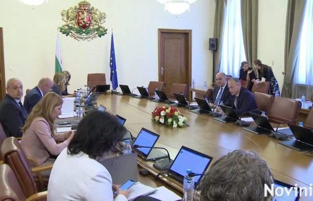 Премиерът обясни на министрите защо заседанието днес е толкова рано