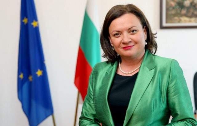 Ивелина Василева ще се срещне с жители на град Карнобат