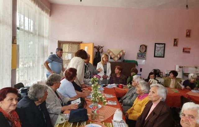 Светлана Ангелова: Евродепутатите от ГЕРБ искат повишаване на доходите на българите