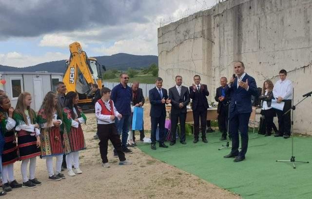 Цветан Цветанов присъства на първата копка на ново училище в с. Биркова