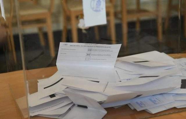 Най-висока е избирателната активност в област Кърджали към 13:00 часа