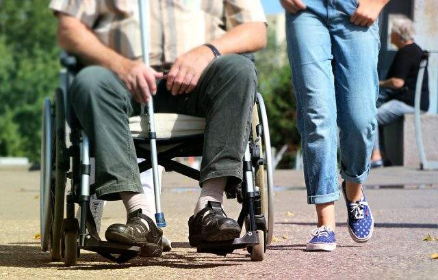 Кметовете незабавно да уведомят за мерките за достъп до урните на хора с увреждания