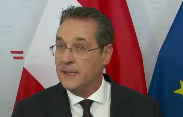 Бившият вицеканцлер на Австрия Щрахе се отказва от евромандата си