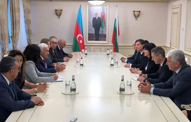 Цвета Караянчева се срещна с председателя на азербайджанския парламент