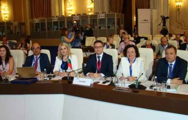 Делегация на КЕВКЕФ взе участие в Конференцията на Комисиите по европейските въпроси на страните-членки на EС в Букурещ