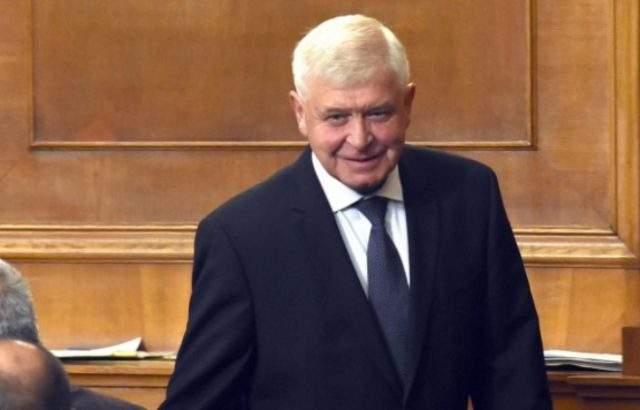 Кирил Ананиев въвежда нова методика за определяне заплатите в болниците