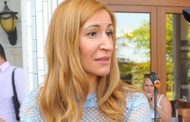 Ангелкова участва в проверки на обекти в Слънчев бряг, установени са липси на задължителна застраховка за туроператорска дейност