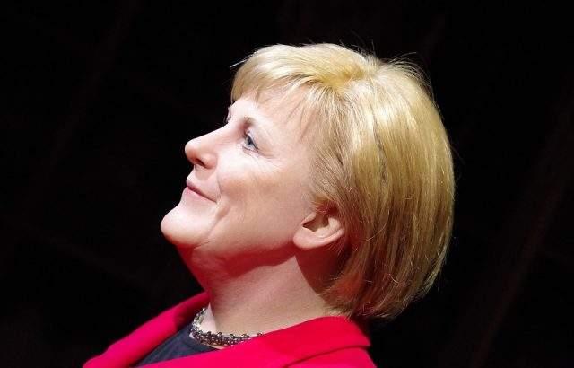Меркел предупреди Русия: Санкциите ще бъдат вдигнати след възстановяване на украинския суверинитет