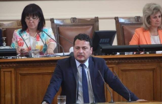 Иван Ченчев: Корнелия Нинова чу партията си
