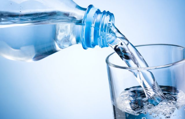 Общинарите в Хасково ще купуват минерална вода за 56 000 лв. заради урана