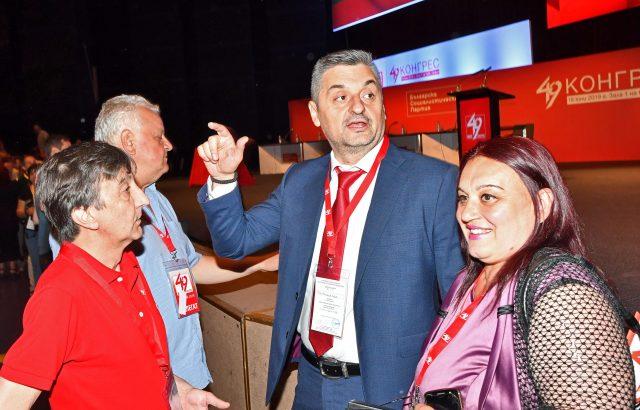 Кирил Добрев замаза скандала със сваленото доверие към лидера на БСП-Варна