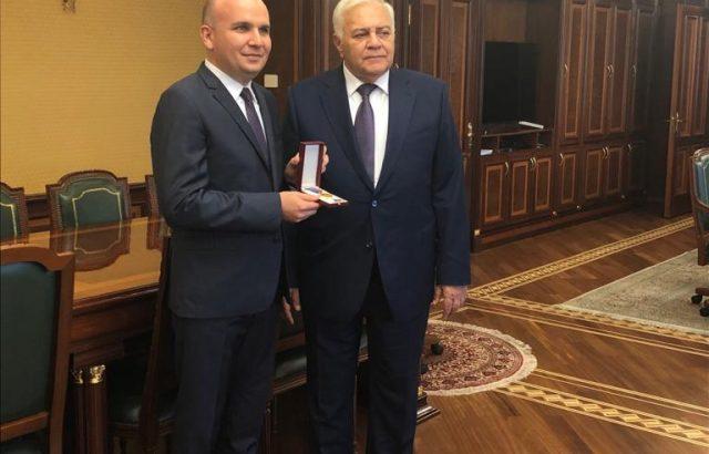 Евродепутатът Илхан Кючюк бе удостоен с почетния орден на Народното събрание на Република Азербайджан