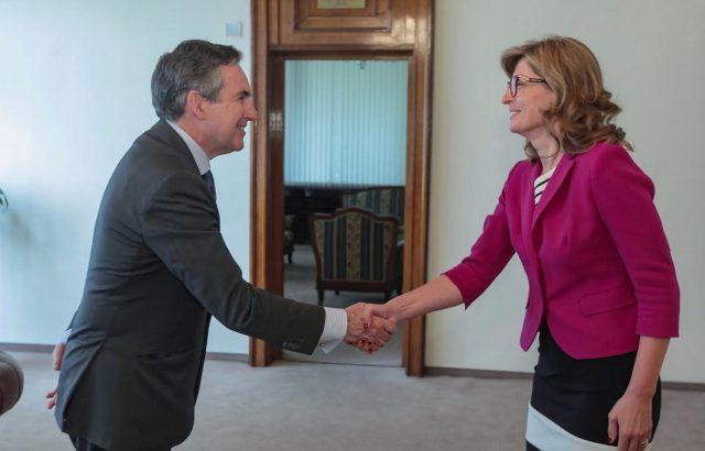 Министър Захариева се срещна с новия посланик на Испания у нас