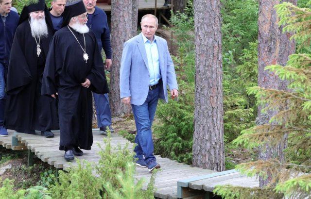 Колко струват маратонките на Путин