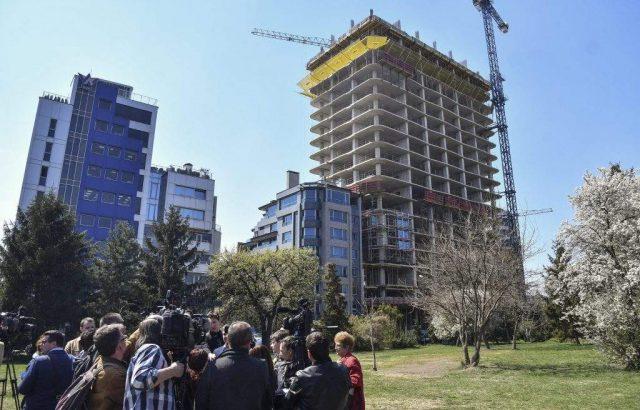 """Инициативен комитет внася сигнал до прокуратурата заради сградата """"Златен век"""""""