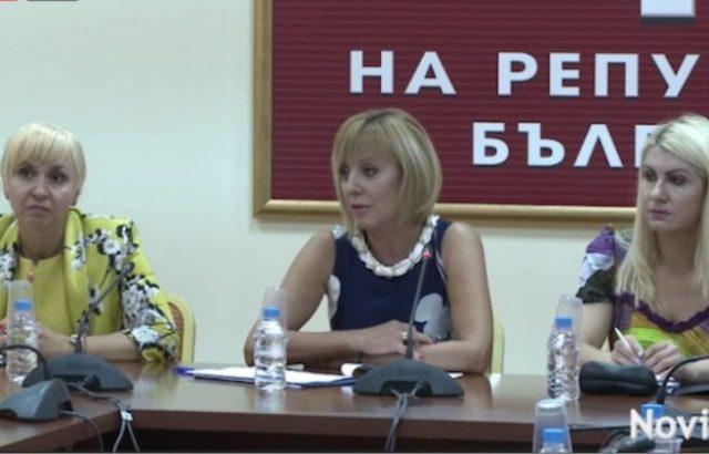 Адвокати се оплакаха на Мая Манолова, че Агенцията по вписванията не може да отвори PDF файл