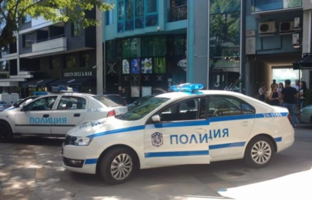 Полицията търси взривно устройство в редакцията на Novini.bg