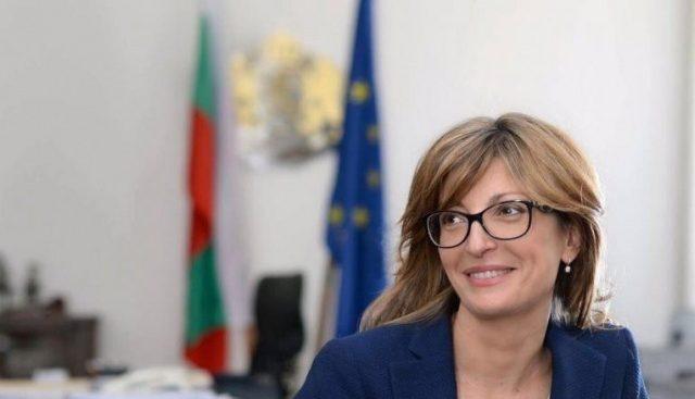 Захариева заминава на посещение в Румъния