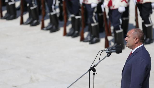 Румен Радев: Скандалите са в правителството, те са много и унищожителни