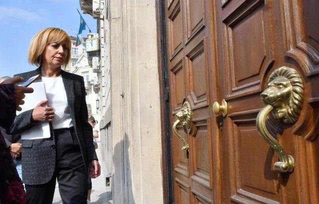 Подкрепящи Манолова искат тя да заложи на десни политики