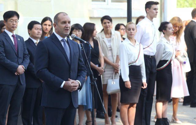 Румен Радев връчва орден на бразилския посланик