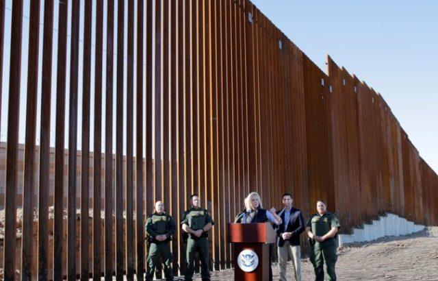Тръмп се разписа на стената с Мексико
