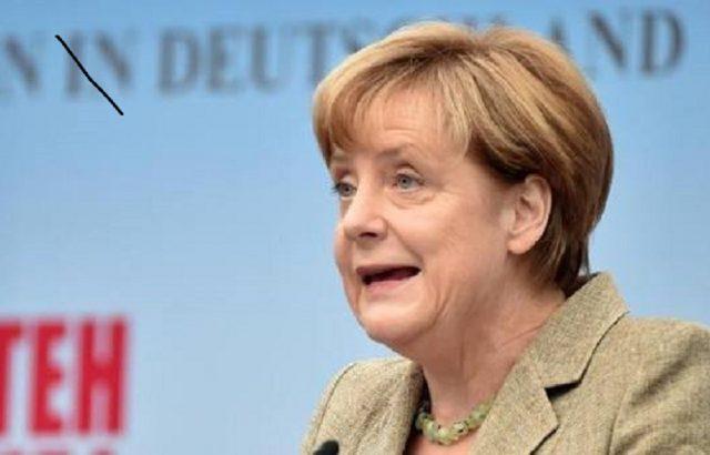 Наследничката на Меркел пробвала пуч срещу канцлерката