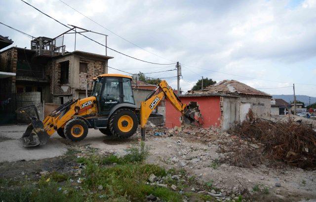"""Портних провери събарянето на постройки в """"Максуда"""""""
