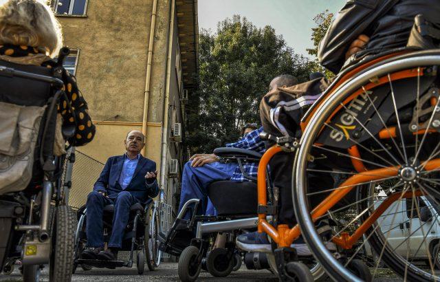 Кандидат-кметове сядат в инвалидни колички