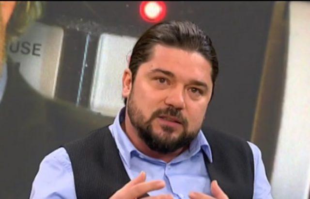 Политолог коментира средния пръст, който показа Каракачанов в ефир