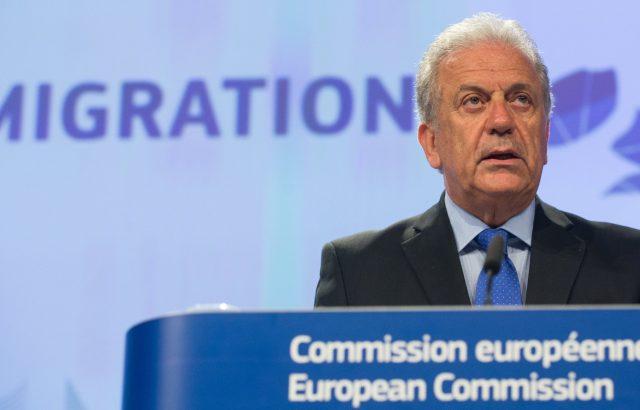 Еврокомисарят по миграцията: Не трябва да ребалканизираме Балканите