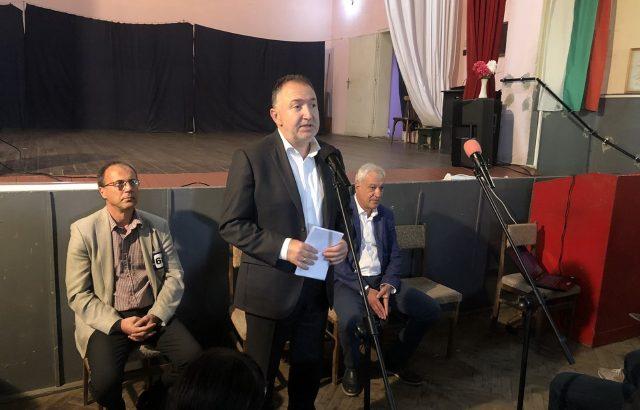 Кандидатът на ГЕРБ и СДС за нов мандат в Карлово Емил Кабаиванов се похвали с асфалтирани улици в с. Сушица