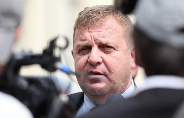 Каракачанов обеща от родния си град увеличение на заплатите на военнослужещите