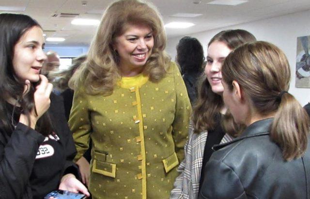 Йотова: Най-успешната политика с българите в чужбина е развитието на неделните училища