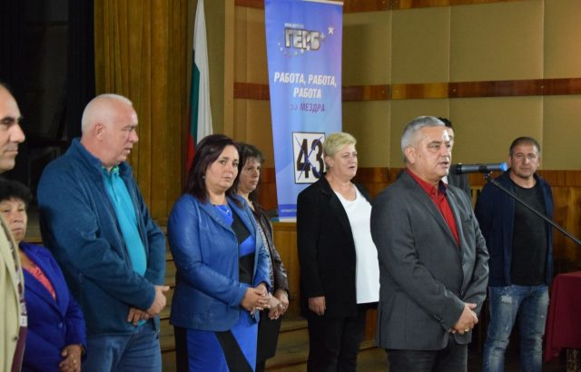 Кандидатът на ГЕРБ за Мездра обеща на родителите по-добри условия за отглеждане на децата им
