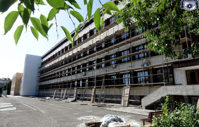 Младежи от Несебър се оплакаха от лоша инфраструктура на среща с кандидата на ГЕРБ за кмет Атанас Терзиев