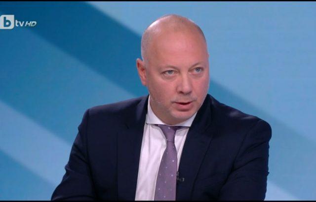Росен Желязков: Държавата няма да купува автомобили за шофьорски курсове
