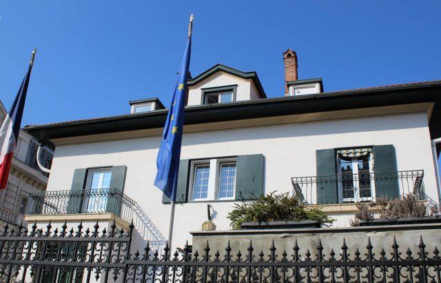 Граждани протестираха пред френското посолство в София в подкрепа на Северна Македония