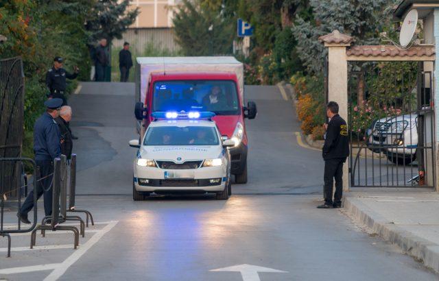 Под полицейски конвой извозват бюлетините