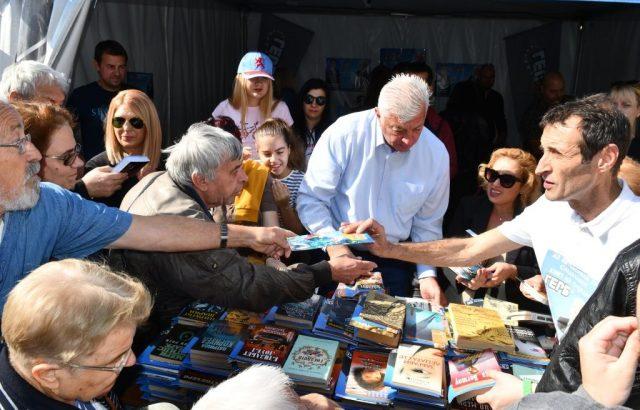 Здравко Димитров подари над 400 книги на пловдивчани