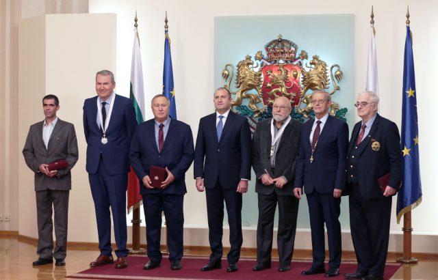 """Президентът връчи орден """"Стара планина"""" на видни българи"""
